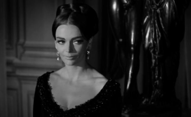 Nobody could play a scheming Victorian adulteress with such venomous relish as Barbara Steele!